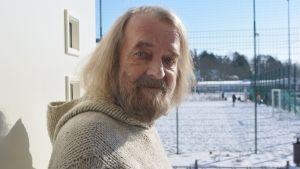 ralf Forsström i bild i Almska gård i Lovisa