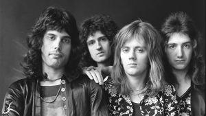 Queen-yhtye noin vuonna 1975. Arkistokuva tv-dokumentista Queen: From Rags to Rhapsody.