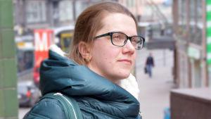 Maria Eliseeva iklädd mörkgrön täckjacka.