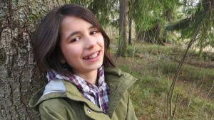 Asta Sharma i skogen, hon är finalist i MGP.