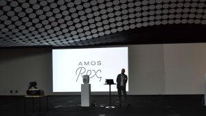 Kai Kartio håller öppningstal vid presstillfället vid konstmuséet Amos Rex.