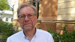 Mikko Hupa vid Humanisticum, där Åbo Akademis rektor tillfälligt har sina lokaler.