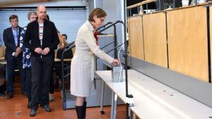Mia Heijnsbroek-Wirén röstar i stadsdirektörsvalet i Lovisa
