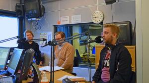 Maria Vuorelma (Gröna), Ari Paloheimo (KD) och Joel Harkimo (Saml) debatterar trängselavgifter, i Morgonöppets studio.