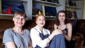 Patricia Torvalds, Iris Pallas och Annina Forsblom i ämnesföreningen Judiths utrymmen.