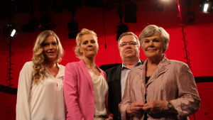 Bettina med gästerna Emma Schnitt, Juha Wiskari och Elisabeth Rehn