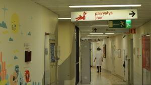 Korridor på barnkliniken i Helsingfors.