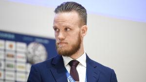Mika Väyrynen.