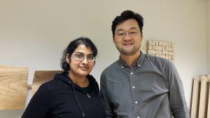 Studerande Isra Rab från Italien och Cheung un Lee från Korea.