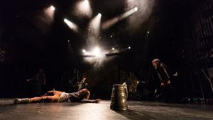 Foto från Lemminkäinen på Nationalteatern.
