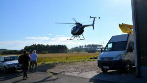 Helikopter landar i Borgå.