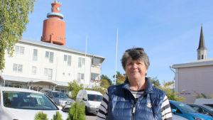 Hangöbon Claire Svartström jobbar för Stockholms auktionsverk