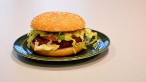 En McVegan hamburgare från McDonald's