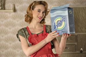 Clara (Marta Hazas) sarjassa Velvet - muotitalon tarina