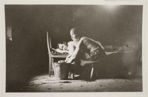 Hieroja-Liena hieroo Kaltulan emäntää (Lyyli Kaltula?) saunassa (1927)
