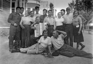 Sotasairaalassa työskenteleviä venäläisiä sotavankeja Kokkolassa kesällä 1942.