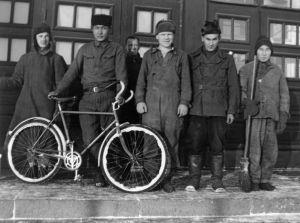 Sotavankisairaalan työskenteleviä sotavankeja talvella 1941-42.