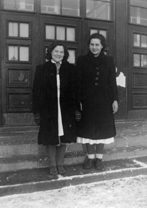 """""""Saara Varila ja Elli Tuomela."""" (1941)"""