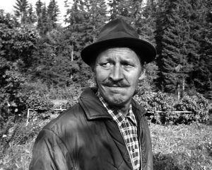 Rintamäkeläiset-sarjan näyttelijä Veijo Pasanen roolissaan Antti Rintamäkenä.