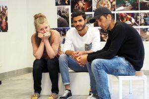 Riikka Theresa Innanen tillsammans med Haider och Hatem från Irak.