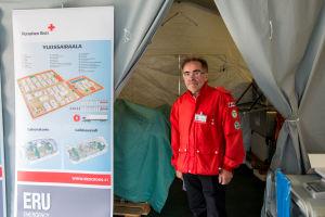 Bo Norrgård förevisar Röda Korsets fältsjukhus.