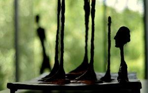 Skulpturkonst av Alberto Giacometti på Konstmuseet Louisiana somamren 2010.