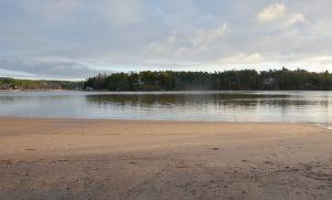 Runsala folkpark med sandstrand och vatten