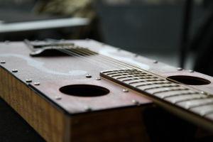 Aki Salon kitara.