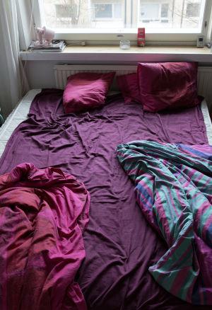 Seksin jäljiltä myllääntynyt sänky.