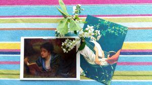 Två postkort med läsande kvinnor.