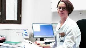 Terveyskeskuslääkäri Katariina Hallikainen.