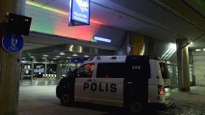 Polisinsats efter skottlossning på Myrbacka station i Vanda.