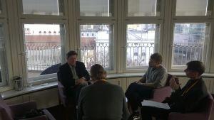 Aki Kaurismäki intervjuas