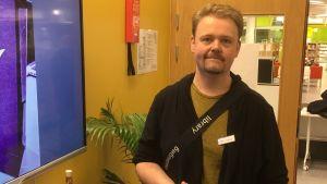 Tobias Larsson på Äppelbiblioteket