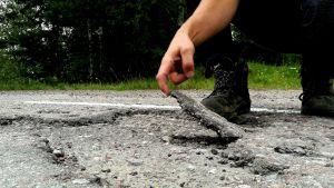 Dålig landsvägsyta.
