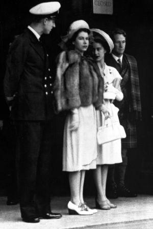 Syskonrivalitet. Philip Mountbatten, prinsessan Elisabeth och prinsessan Margret den 15 juli 1947.