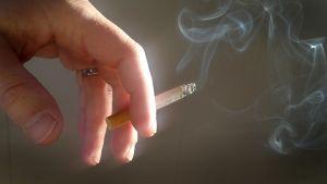 Brinnande cigarrett.