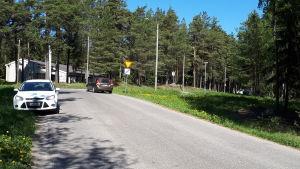 Här mellan Mormonkyrkan och hyreshuset Masken såg två poliser vargen.