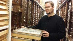 Kokoelmakoordinaattori Jaakko Mattila Luonnontieteellisestä keskusmuseosta