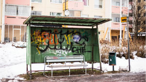 Klotter på busshållplats