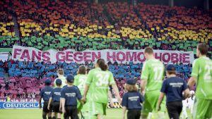 Mainz fans med banderoll mot homofobi, 2012.