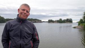Professor och havsforskare Alf Norkko på bryggan till Tvärminne zoologiska station i närheten av Hangö