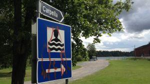 Vägskylt till badstrand, Karperö, Carpella