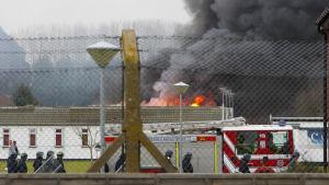 Dåliga förhållanden i brittiska fängelser har regelbunder lett till oroligheter och rentav fängelseuppror. Arkivbilden är från fängelset Ford i West Sussex, där fångarna gjorde uppror år 2010