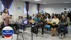 Frivilliga utbildar sig till valobservatörer i Sankt Petersburg.