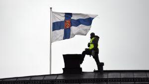 Polisbevakning i Helsingfors under Xi Jinpings statsbesök.