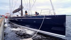 Nautors andra och tredje 115 fotare är sjösatt.