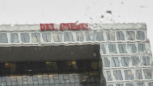 Der Spiegels fasad i regn