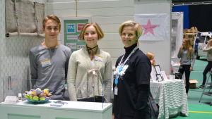 Lucas Mulders, Nadine Hagman och Inger Aaltonen på Know How mässa i Botniahallen i Korsholm.
