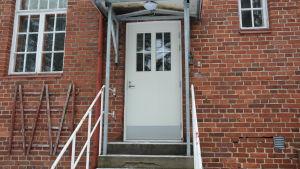 Nya dörr vid Norrgårds inn i Pargas